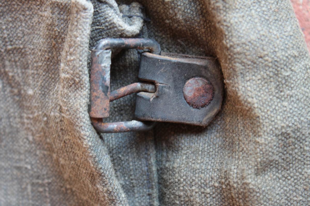 1 musette et une petite sacoche en cuir à identifier 724817scIMG3322