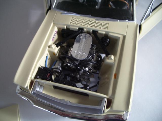 ford mustang 1964 au 1/16 de chez matchbox  725777photoscorvettepeintinetrieur003