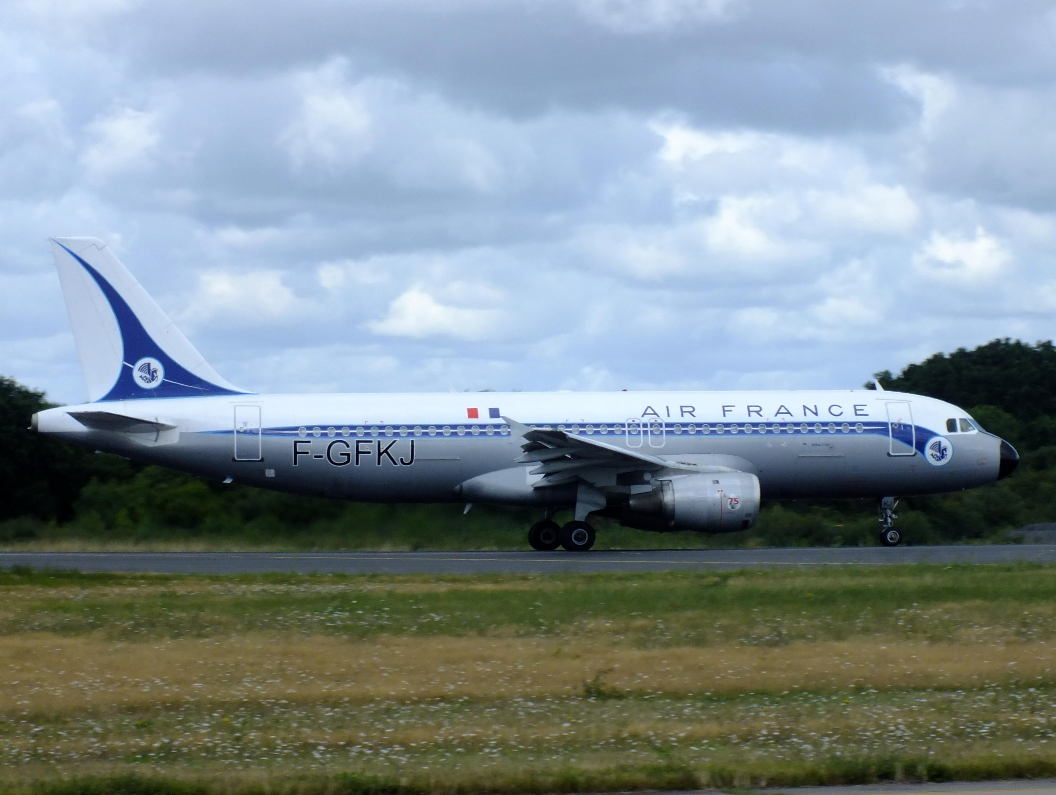 [F-GFKJ] A320 RetroJet Air France - Page 4 726851Aoutn3083