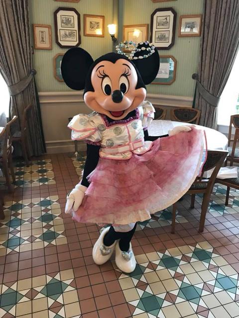 Disneyland Hotel 730365261139707542013947536482570781936907757856n
