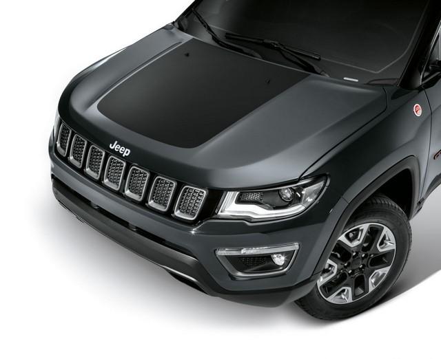 Mopar® : plus de 70 équipement pour la Jeep® Compass 73220701eDecalcofanotrail
