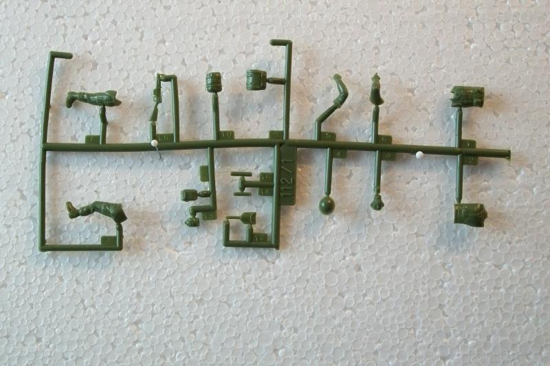 Groupe de Combat Français (réf.112) Mission d'Assaut 1/35 733863Heller112135004GroupedeCombatFranceMissiondAssaut