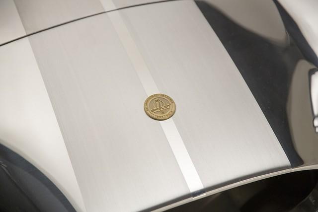 Shelby Cobra 427 : Édition spéciale pour le 50ème anniversaire 734997ShelbyCobra4274