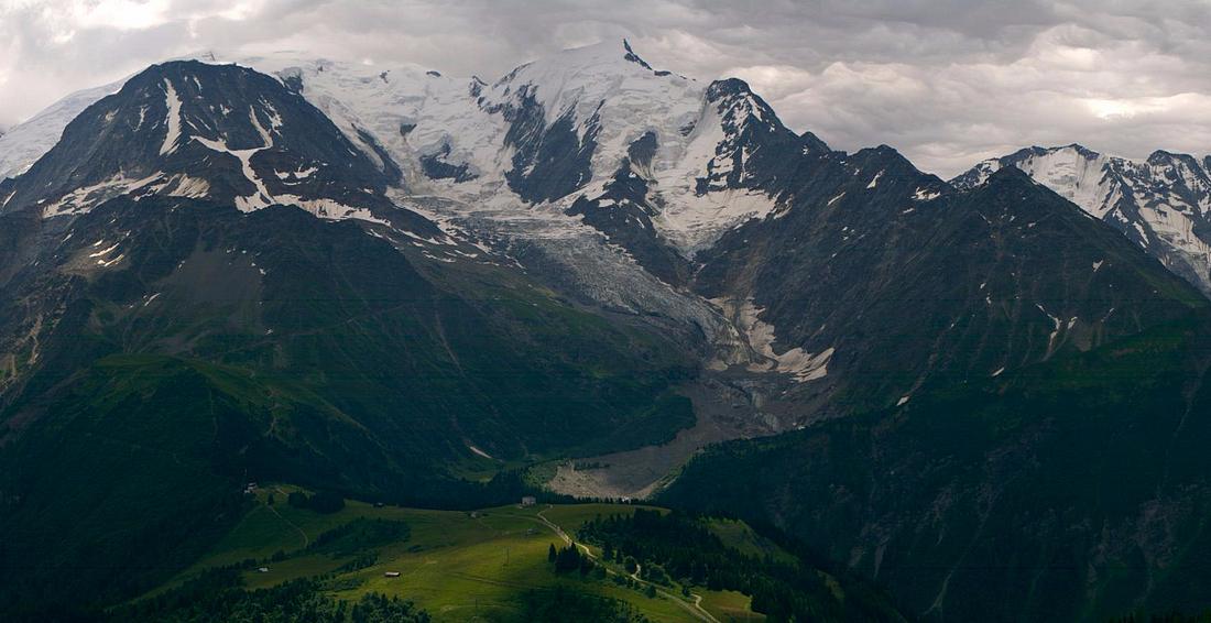 Observations neige dans le massif et la vallée - Page 7 742478Goter30juillet2016