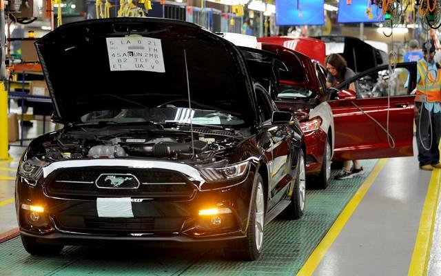La production de la toute nouvelle Mustang 2015 débute dans l'usine de Flat Rock 744183productiondelaFordMustang2015
