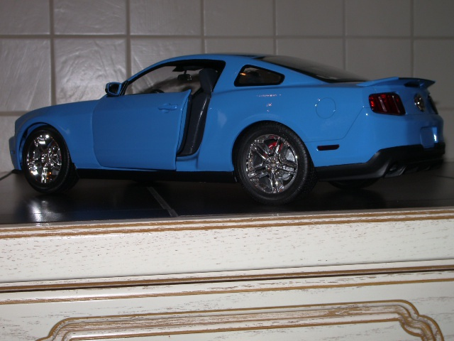 Ford Mustang SHELBY GT 500  2010 de chez revell au 1/12 - Page 2 748483m164