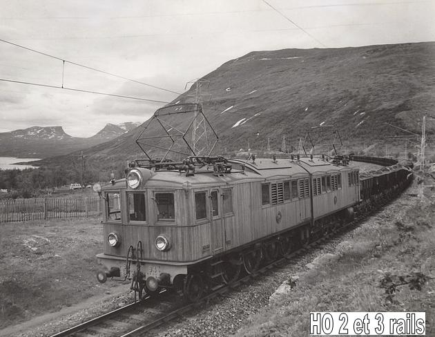 Les machines D/Da/Dm/Dm3 (base 1C1) des chemins de fer suèdois (SJ) 762489DIG92898ElektrisktdrivetmalmtgIbakgrundenTornetrskochLapportenElectriccargotrainfortrasportingoforeNeartheTornetrskR