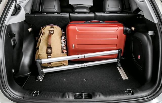 Mopar® : plus de 70 équipement pour la Jeep® Compass 76301702TelescopicbarfororganizerB