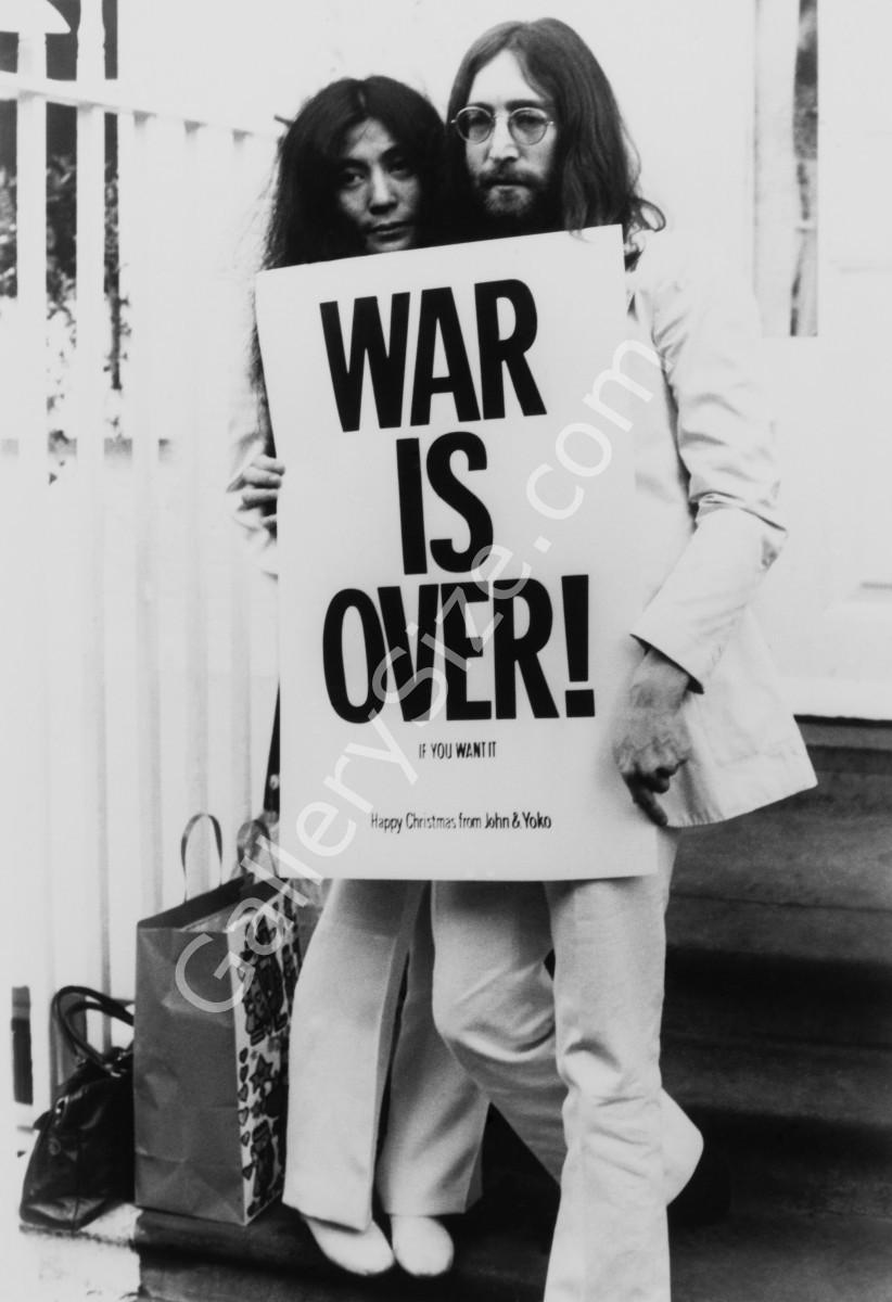 Protest song et lutte contre la guerre : Imagine la paix 76414970sjohnlennonandyokoonoexposentunposterpourlapaixdanslemonde801200x1200