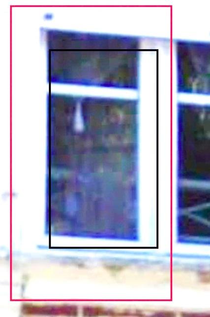Une étrange silhouette à une fenêtre chez un ami. 7669580005
