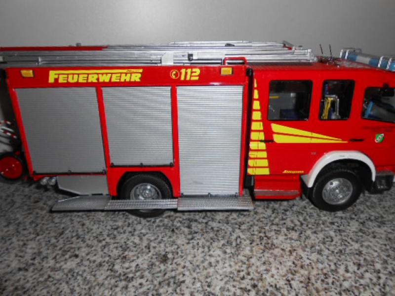Camion de pompiers atelier de revell au 1/24° 768628pompier028