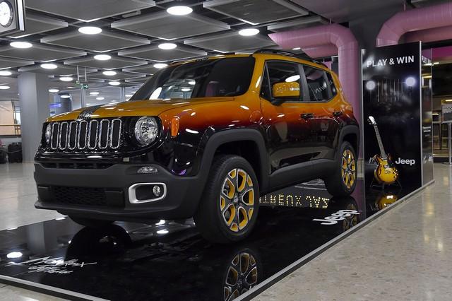 Deux Jeep Renegade exclusives pour le Montreux Jazz Festival 770514150707JeepMontreuxconsegna01