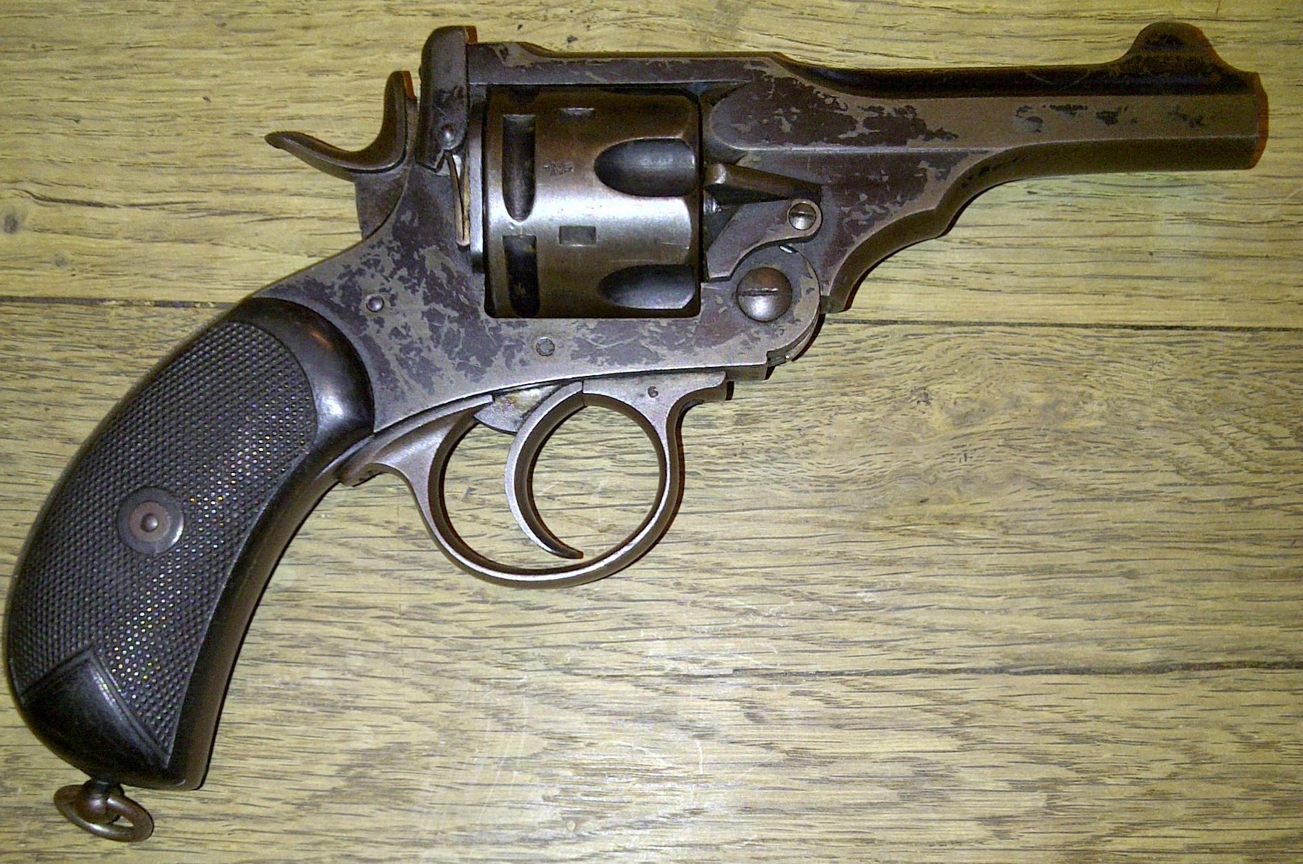 C'est quoi ce revolver webley ? 772139webley2