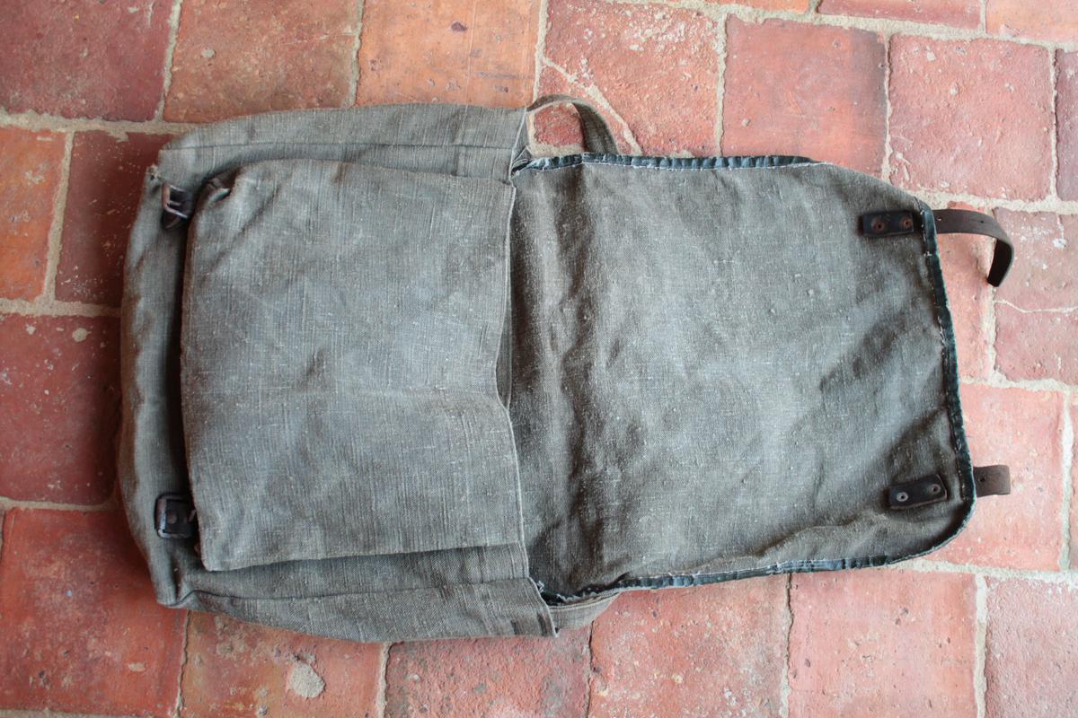 1 musette et une petite sacoche en cuir à identifier 782935scIMG3318