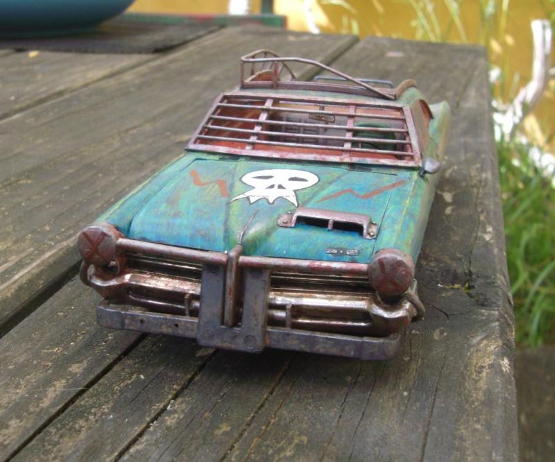 "Pontiac façon ""Mad Max"" 1/24 avec base/décor  788595GEDC5119"