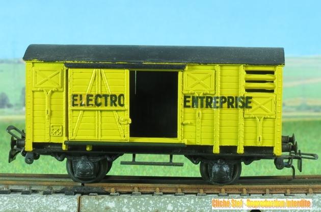 Wagons couverts 2 essieux zamak 789671VBcouvertElectroEntrepriseplastiqueIMG2705