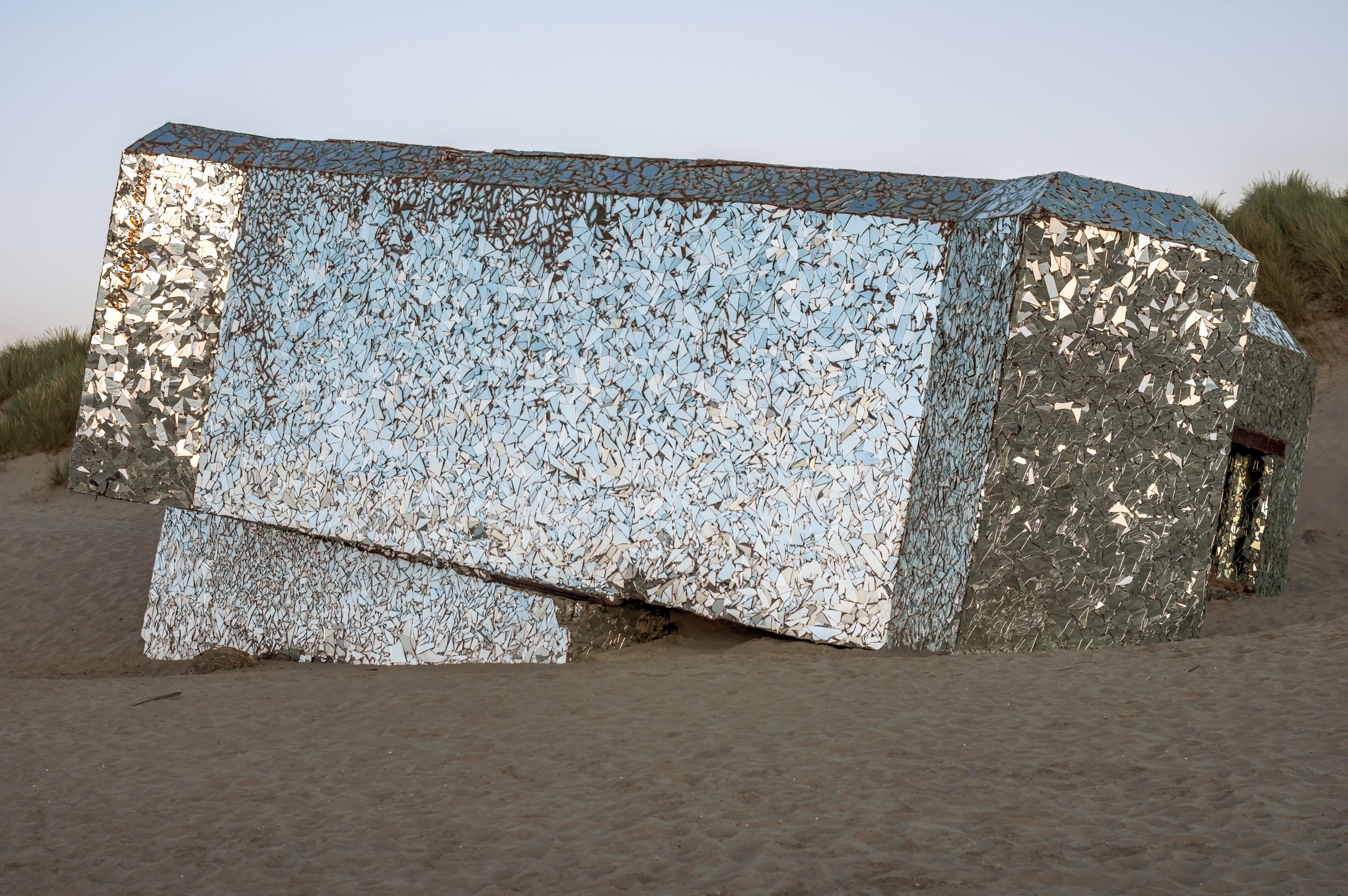 Bunker couvert de morceaux de miroir , a decouvrir  807258IMGP9679