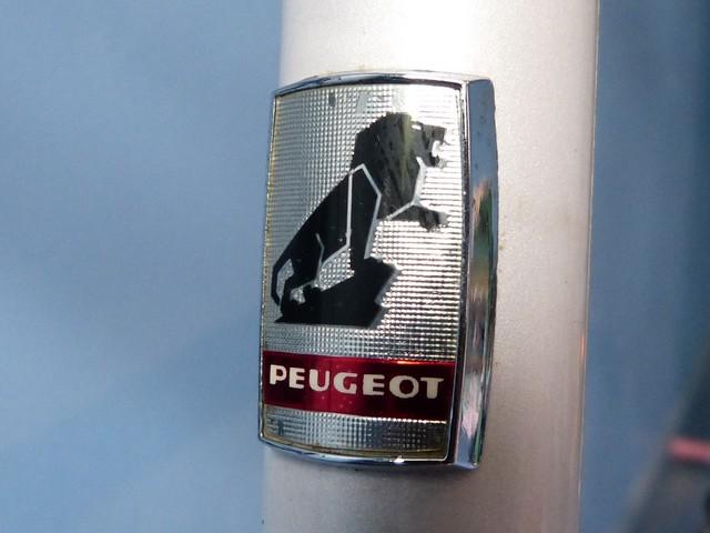 PEUGEOT PV 10 (1981) blanc nacré. 807462P1190788