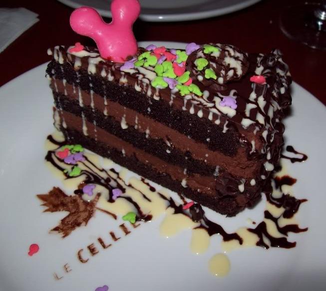 Photos des plats des restaurants de WDW,DCR - Page 5 816228LeCellierChocolateCake