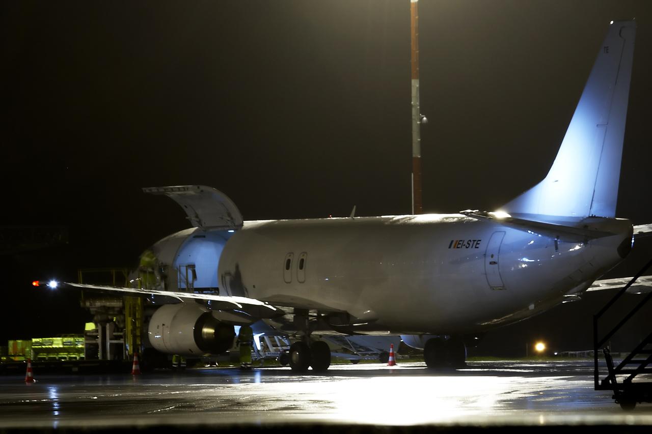 [26/11/2013] Boeing B737-400F (EI-STE) Air Contractors 817199GRX9539
