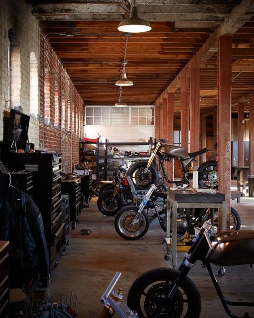 Les garages, les pièces mécaniques d'ici et d'ailleur.... 821108cafra1