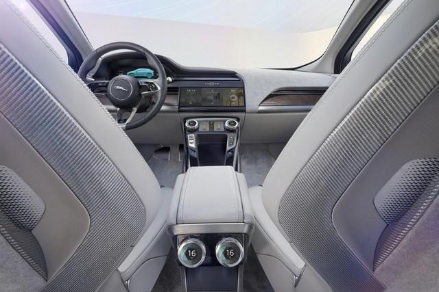 Jaguar Dévoile Le Concept I-PACE : Le SUV Électrique Performant 824327JaguarConceptIPACE1