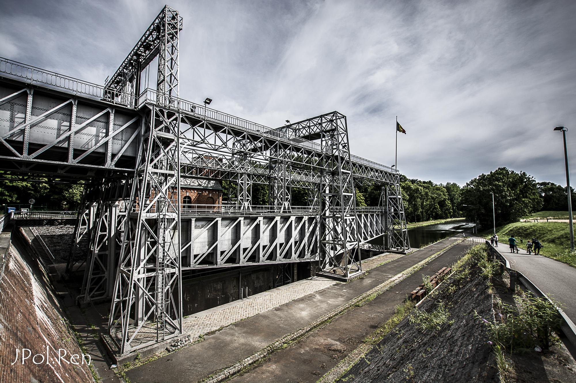 Sortie Ascenseurs canal du centre : Photos 827061GG09asc17736