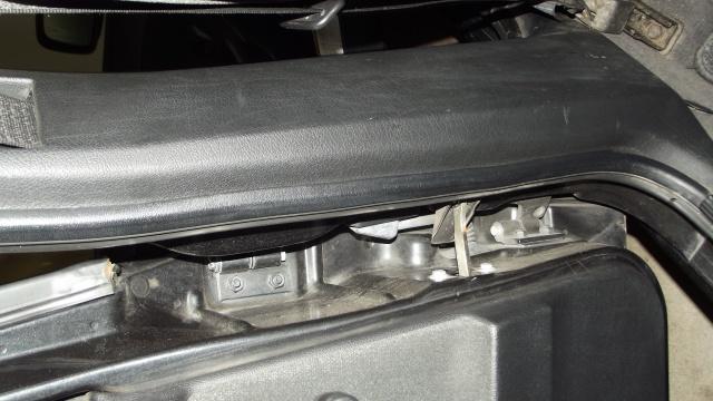 [BMW 316 i E36] Ceinture de sécurité côté conducteur 845510Piedcentral1