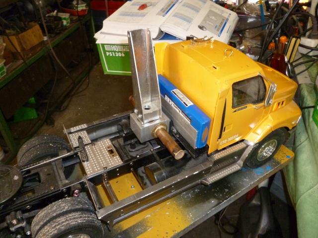 Tracteur 5 axes de transports en lourds , maintes fois modifié. 846467Deuxgruesdecabinehydro005