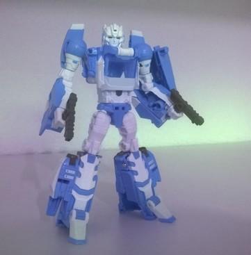 Arcee Legends Takara Vs MGT-01 (3rd party) 846799wp20110