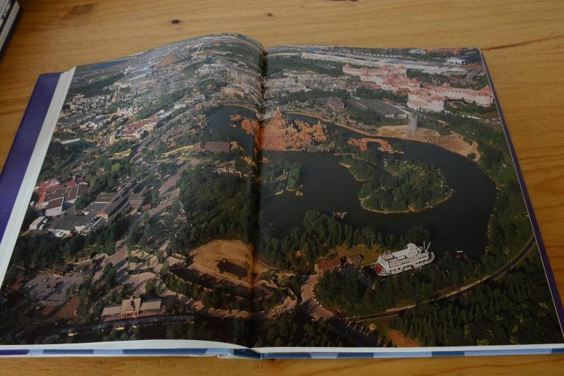 [Livre] Disneyland Paris: de l'Esquisse à la Création (VERSION ANGLAISE UNIQUEMENT) - Page 3 8493852029