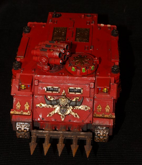 World Eaters -Les Bloodcrusher arrivent !!!! 851924RhinoKhorne1