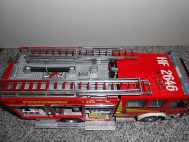 Camion de pompiers atelier de revell au 1/24° 856032pompier019