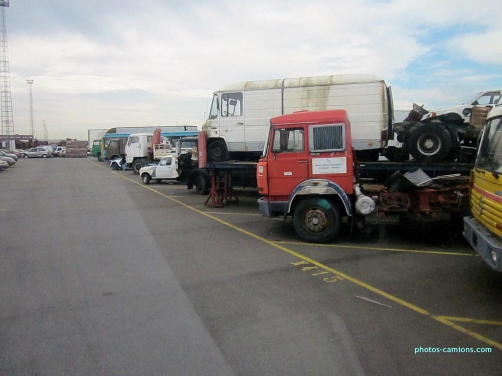 Vieux camions en partance pour les pays étranger 859593photoscamions10X201222Copier