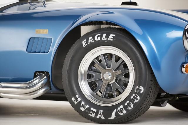 Shelby Cobra 427 : Édition spéciale pour le 50ème anniversaire 860544ShelbyCobra4277