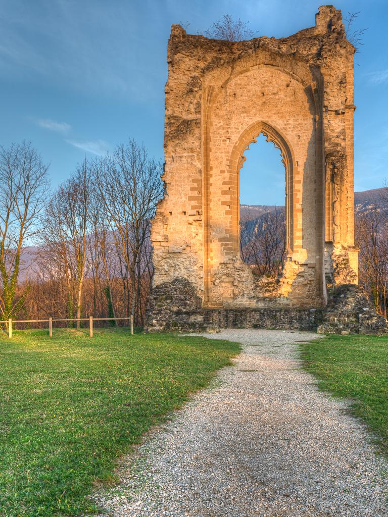 Vestige du Château de Beauvoir en Royans (Isère) 862423ChteaudeBeauvoirenRoyans27novembre20161