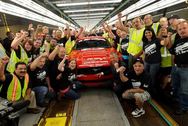 La production de la toute nouvelle Mustang 2015 débute dans l'usine de Flat Rock 864059productiondelaFordMustang20156