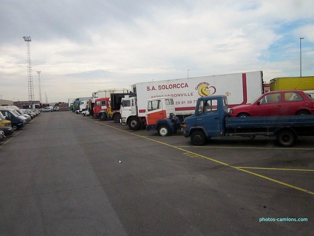 Vieux camions en partance pour les pays étranger 864192photoscamions10X201221Copier