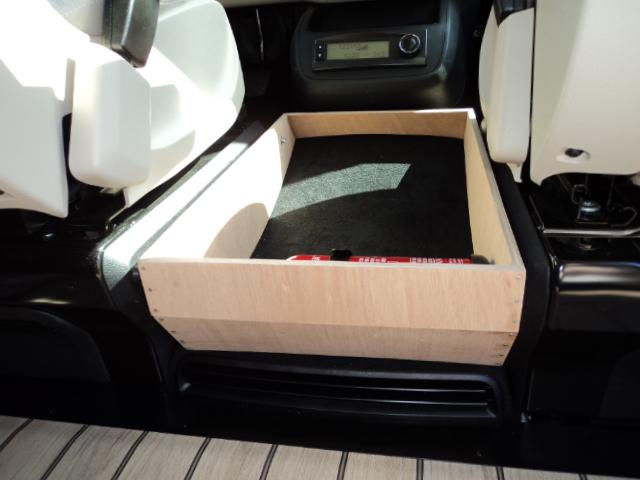 Coffre entre sièges pour V-MP 865662DSC00215