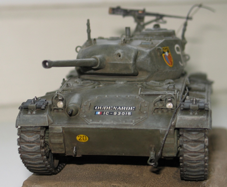 M24 Chaffee Italeri 1/35 repatiné+décalques Indochine 878103IMG0005