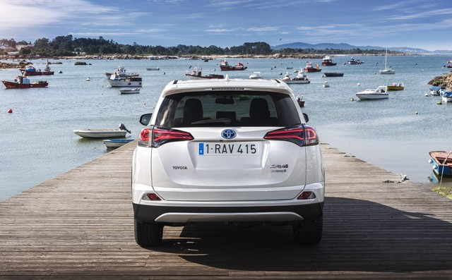 Nouveau Toyota RAV4 Hybride 887851RAV4Hybrid30Sept2015