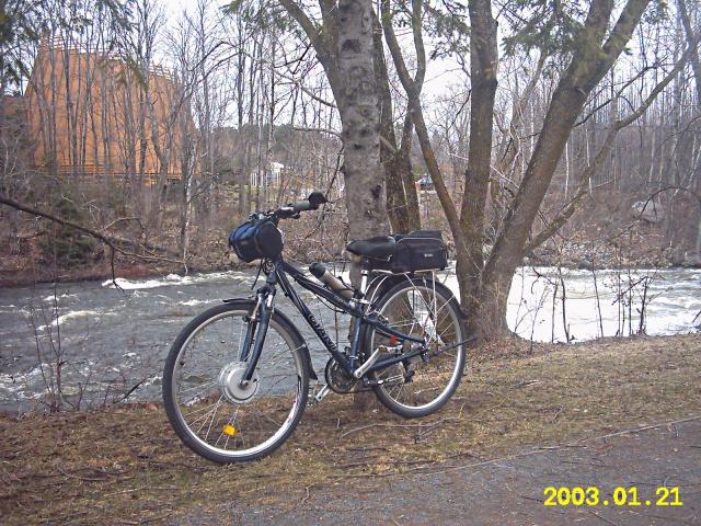 HOOLIGAN..Pas un (( GRAND )) vélo.....MAIS !!! - Page 6 888103X01