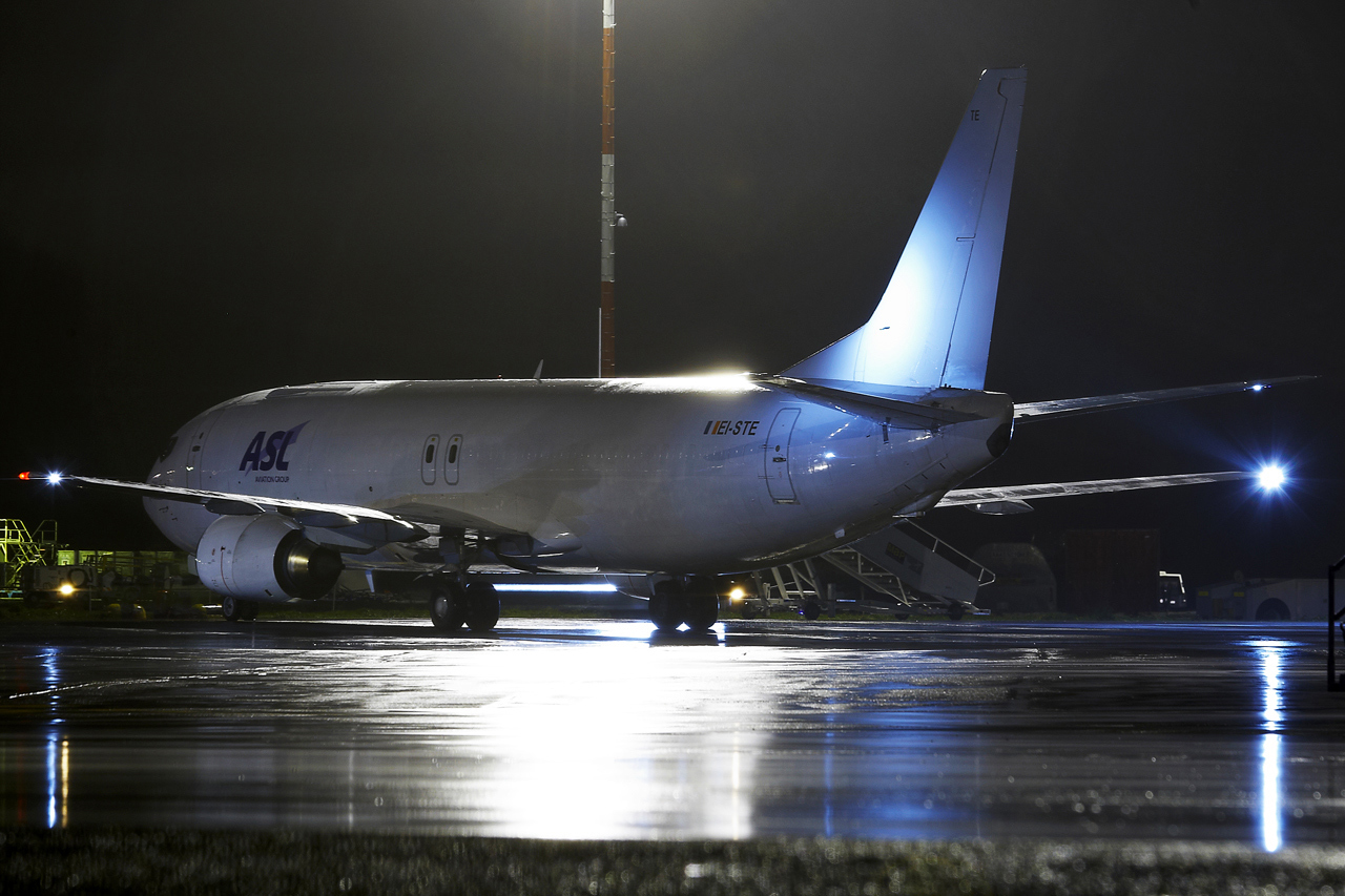 [26/11/2013] Boeing B737-400F (EI-STE) Air Contractors 889284GRX9537