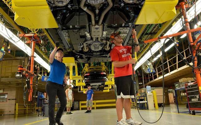 La production de la toute nouvelle Mustang 2015 débute dans l'usine de Flat Rock 890371productiondelaFordMustang20152