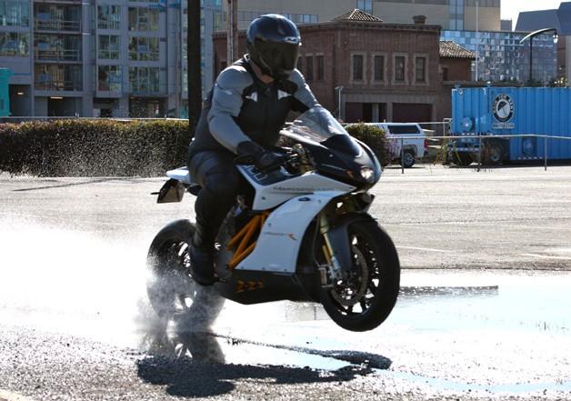 Motos Zéro CO2 : mission One, motoCzysz, mission R ... - Page 5 893418missionmotorsmissionrstreet628