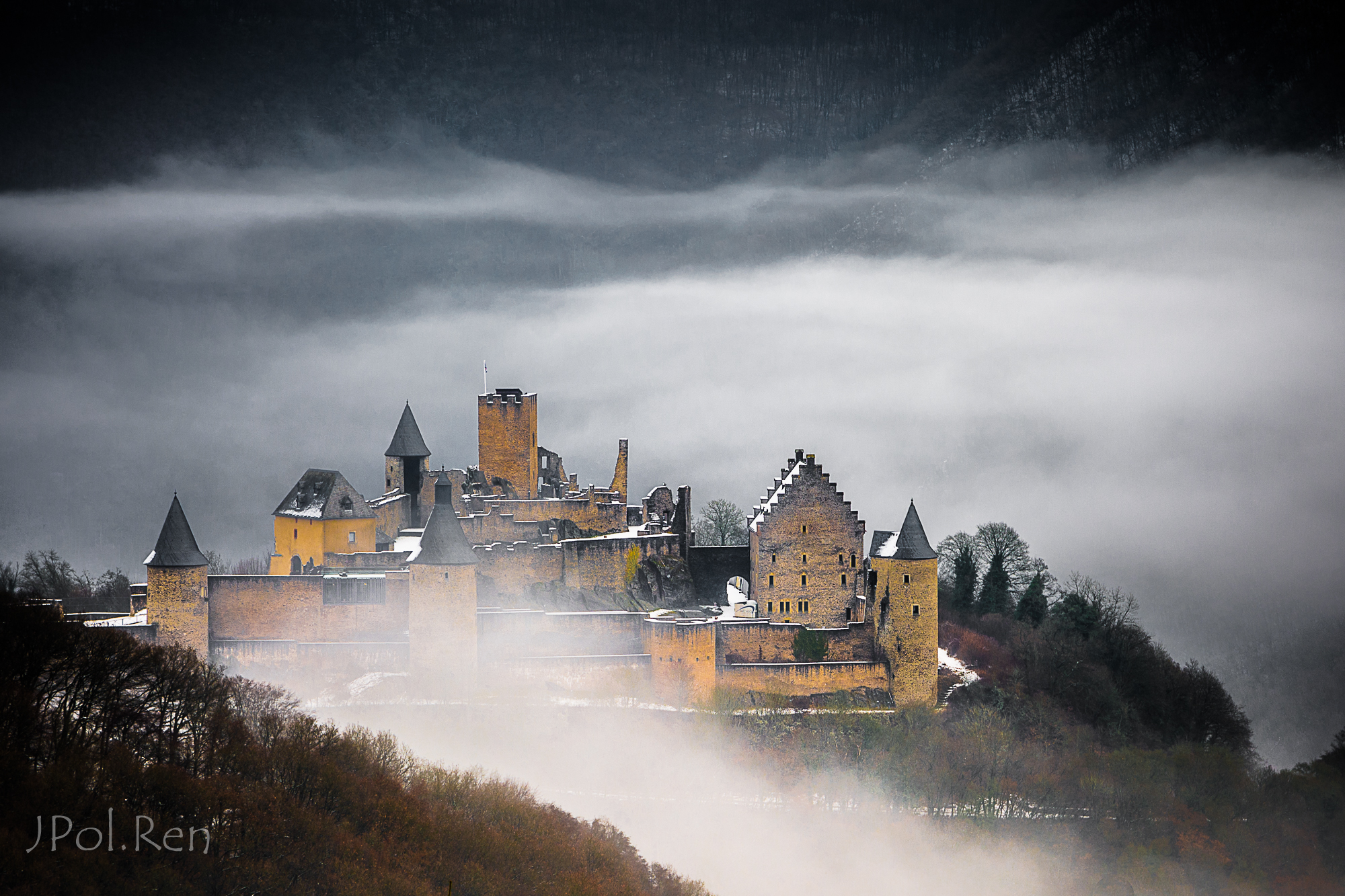 Foggy castle 893822FL31bou0143