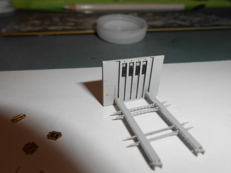AKAGI 1/700 PE / Pont en bois et autres babioles :-) - Page 4 897937ascenseuraka024