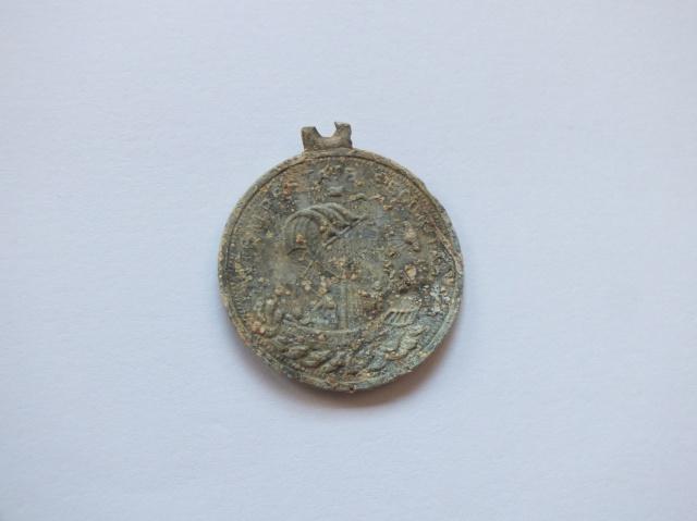 Médaille représentant St Georges 899508DSCF5781