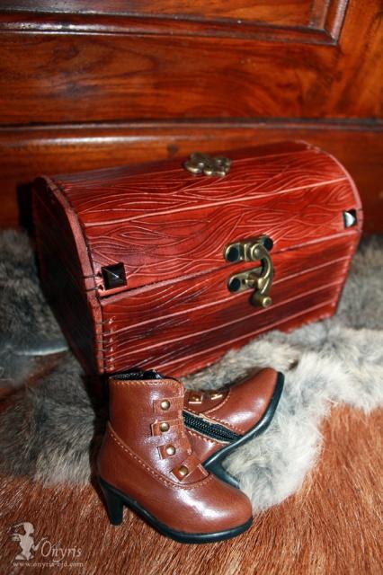 [Cuir Miniature]  Ldoll: déluge de sacs à main!  p11 - Page 9 900638leatherchestbjd