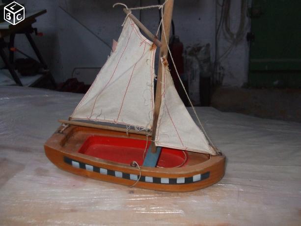 Quel est l'origine de ce petit voilier 903054voilierinconnu